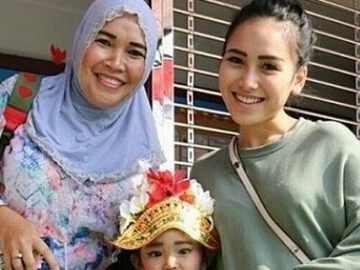 Ibu Ayu Ting Ting Mendadak Baper Posting Video Ini di Instagram